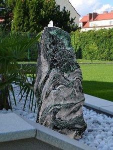 Lappland green findlinge quellsteine und gartensteine revisage - Gartenbrunnen set stein ...
