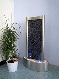 Design Wasserwand aus Edelsta...